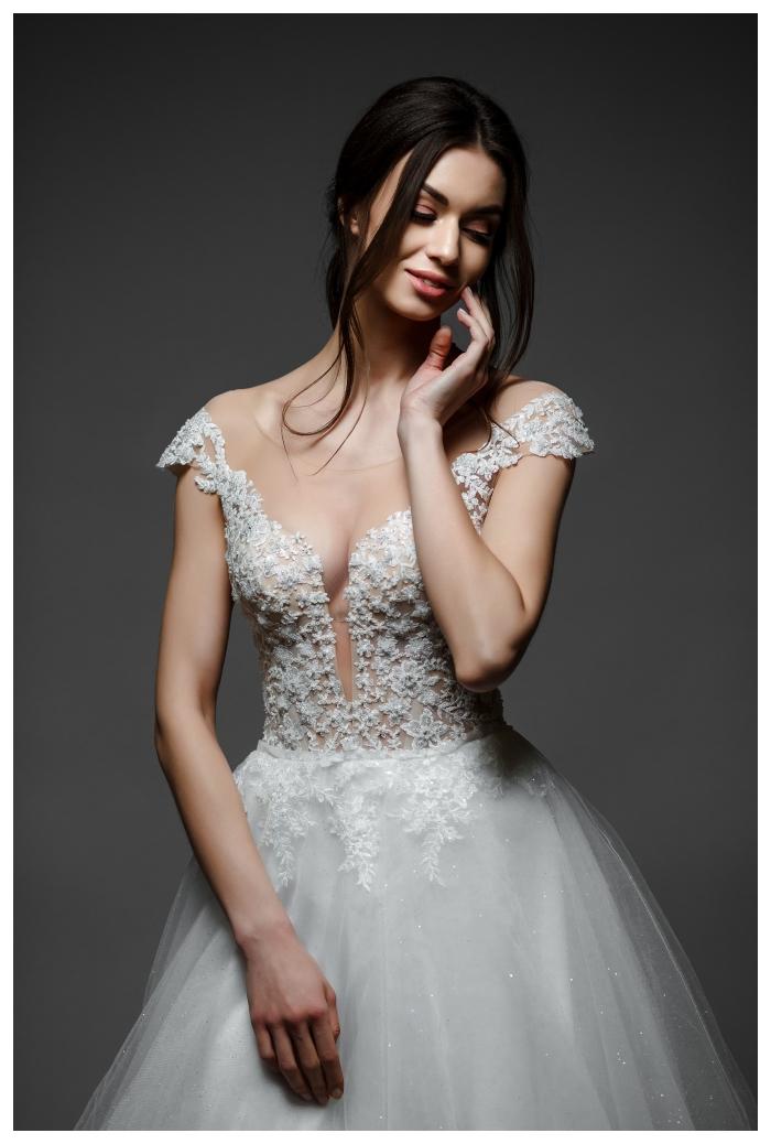Jennifer suknia ślubna z pięknymi opadającymi ramiączkami